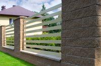 ogrodzenie systemowe mocowanym bezpośrednio do muru za pomocą lameli