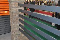 ogrodzenie profilowe palisada miedzy słupami betonowymi